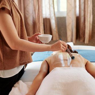 Thirty-minutes CBD oil massage