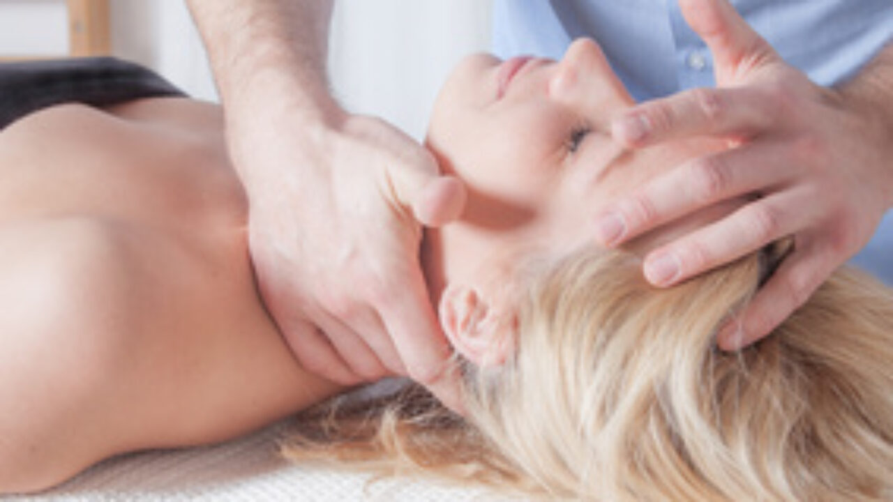 What is osteopathy? Initial osteopathic treatment and consultation with an osteopath